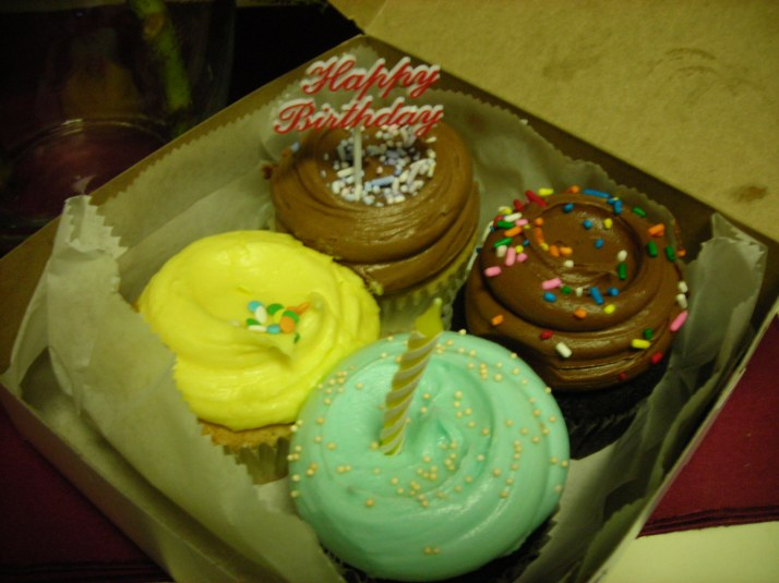 this is what I call Breakfast! cupcakes or donuts...