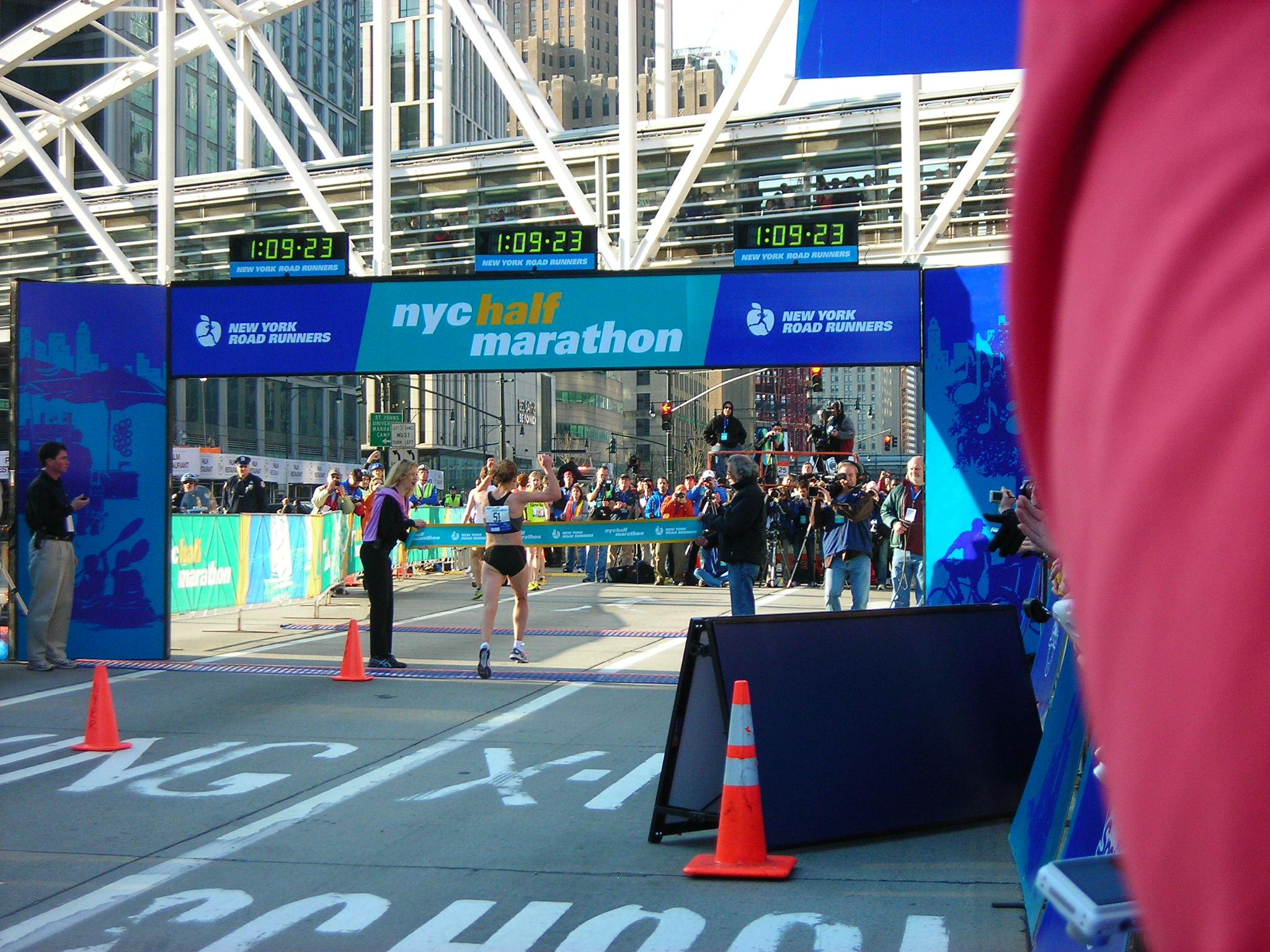 Mara Yamauchi of Great Britain took the women's win in approx 1:09:25.