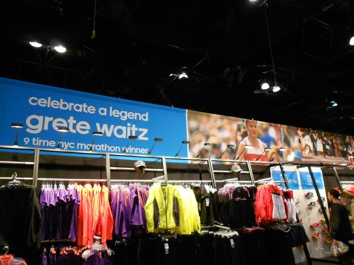 new york city marathon 2011 Footlocker five boro challenge nyrr expo elizabeth maiuolo (18)